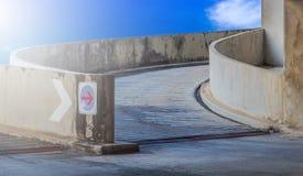 Garaje de la rampa del camino Fotos de archivo libres de regalías