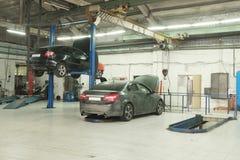 Garaje de la reparación del coche imagen de archivo libre de regalías