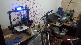 garaje loco del estudio de la impresora 3d foto de archivo libre de regalías