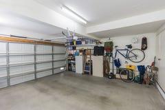Garaje residencial organizado foto de archivo libre de regalías