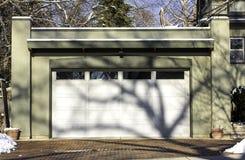 Garaje tradicional de dos coches fotografía de archivo