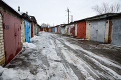 Garajes en una pequeña ciudad rusa Imágenes de archivo libres de regalías
