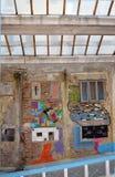 Garajul Ciclop: Grafitti i Bucharest, Rumänien Royaltyfria Foton