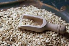 Garant en bois avec des flocons d'avoine photo libre de droits