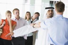 garantie allante de passagers de contrôle d'aéroport photo libre de droits