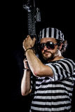 garantie Concept d'émeute de prison Homme tenant une mitrailleuse, prisone Photo stock