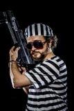 garantie Concept d'émeute de prison Homme tenant une mitrailleuse, prisone Image stock