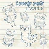 Garatuja à moda da etiqueta da coruja bonito dos desenhos animados Imagem de Stock Royalty Free