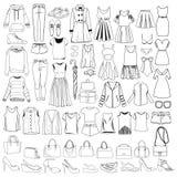 Garatujas da roupa das mulheres elegantes e dos acessórios, mão tirada ilustração stock