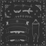 Garatujas do Natal do vintage do vetor Mão sazonal desenhos animados tirados na placa suja do giz preto Fotografia de Stock Royalty Free