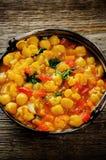 Garbanzo del curry con la coliflor y las verduras Fotos de archivo libres de regalías