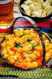 Garbanzo del curry con la coliflor y las verduras Foto de archivo libre de regalías