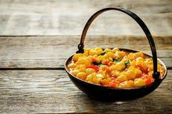Garbanzo del curry con la coliflor y las verduras Imagen de archivo libre de regalías