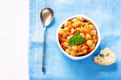 Garbanzos con las verduras y pangasius Imagen de archivo