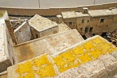 Garbnikować kryjówki suszy na dachu blisko jeden garbarnie w th Zdjęcia Royalty Free