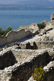 garda意大利湖罗马废墟sirmione 库存图片