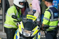 Garda - agentes da polícia irlandeses Fotos de Stock Royalty Free