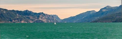 Garda jezioro w Włochy Obrazy Royalty Free
