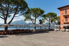 Garda lake with promenade and  restaurant in Torri del Benaco Royalty Free Stock Photos
