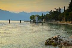 Garda See bei Sonnenuntergang Lizenzfreies Stockfoto