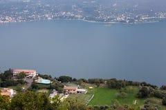Garda Seeansicht von den Bergen herum lizenzfreies stockbild