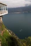 Garda Seeansicht von den Bergen herum lizenzfreie stockbilder