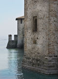 Garda van het meer - oude toren stock foto