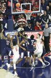 Garde Brandon Randolph Takes de l'Arizona un tir en suspension Fadeaway Photo stock