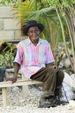 Garde d'enfants de banc de personnes âgées Photographie stock libre de droits
