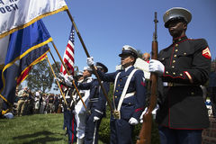 Garde d'honneur militaire à l'événement commémoratif annuel de cimetière national de Los Angeles, le 26 mai 2014, la Californie,  Photo stock