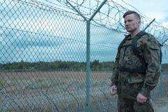 Garde de position de soldat photo libre de droits