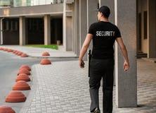 Garde de sécurité masculin, dehors image stock