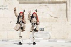 Garde devant le Parlement grec, le 17 mai 2014 ath?nes photographie stock libre de droits
