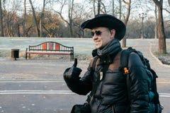 Garde forestière en parc de ville photo libre de droits