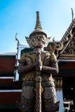 Garde géante chez Wat Pha Kaew Photographie stock