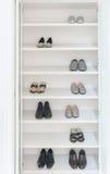 Garde-robe blanche avec les chaussures masculines et femelles Photographie stock libre de droits
