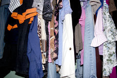 Garde-robe d'habillement d'occasion photographie stock libre de droits