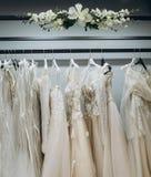 Garde-robe des robes de mariage image libre de droits