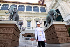 Garde royale au palais grand, Bangkok Photographie stock