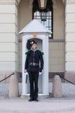 Garde royale devant le support de Royal Palace à l'attention Photographie stock
