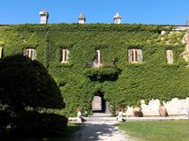 The garden and the castle Royalty Free Stock Photos