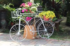 Garden Centre showpiece bicycle planter Stock Photography