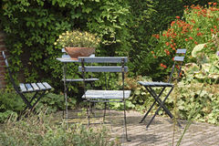 Garden with chairs and table Royalty Free Stock Photography