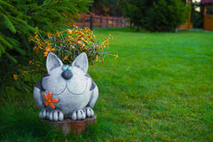 Garden figures - the cat in the garden Stock Photography