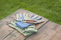 Garden gloves and clippers on table Royalty Free Stock Photos