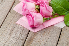 Garden pink roses bouquet over wooden table Royalty Free Stock Images