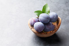 Garden plums in bowl on stone table Royalty Free Stock Photography