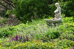 Garden with Statue Royalty Free Stock Photos