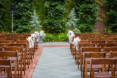 Garden wedding ready for the ceremony to begin Stock Photography