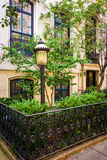 Gardens and townhouses along 23rd Street in Chelsea, Manhattan, Stock Photos
